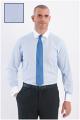 Herrenoberhemd mit langen Ärmeln, feinen Streifen, weißem Kragen und Manschetten.