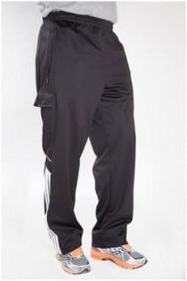 Jogginghose von Plus Man mit vielen Taschen.