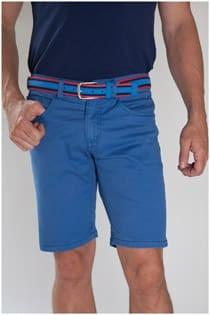 Elastische 5-Pocket-Shorts von der Marke Plus Man.