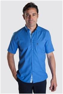 Uni-Oberhemd mit kurzen Ärmeln von Plus Man.