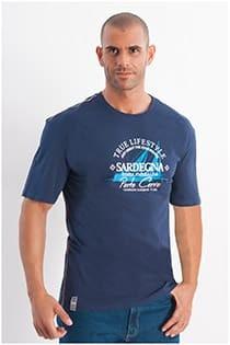 T-Shirt mit kurzen Ärmeln und Sardegna-Aufdruck von Redfield.