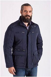 Winterjacke mit vielen Taschen von Plus Man.